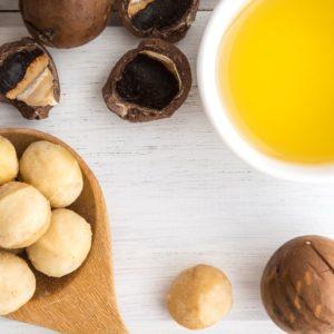 makadamiapähkinöitä ja öljyä