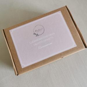 luonnonkosmetiikan valmistuspaketti ruskeassa pahvilaatikossa nudella etiketillä