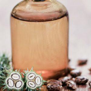 risiiniöljyä lasipullossa